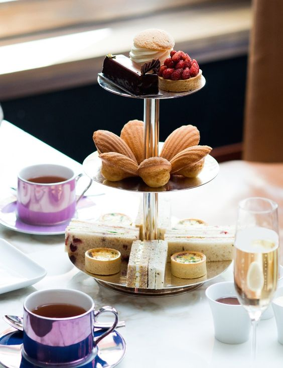 Англійська традиція: сендвічі та печиво до чаю