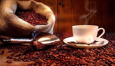 Чашка ароматної кави в зернах